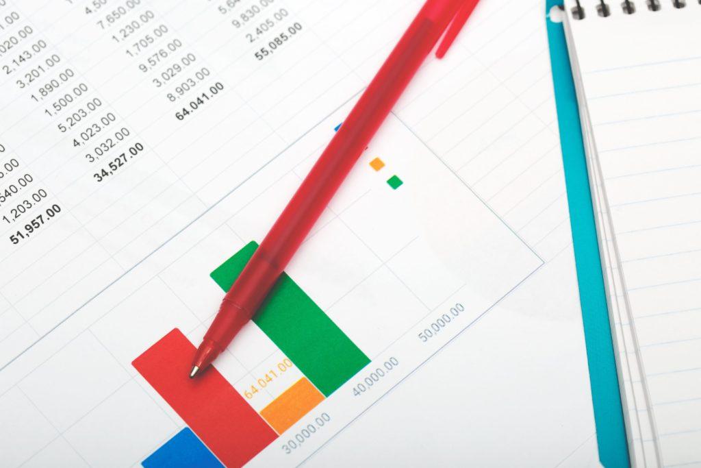 Abrechnung mit Zahlen und Stift
