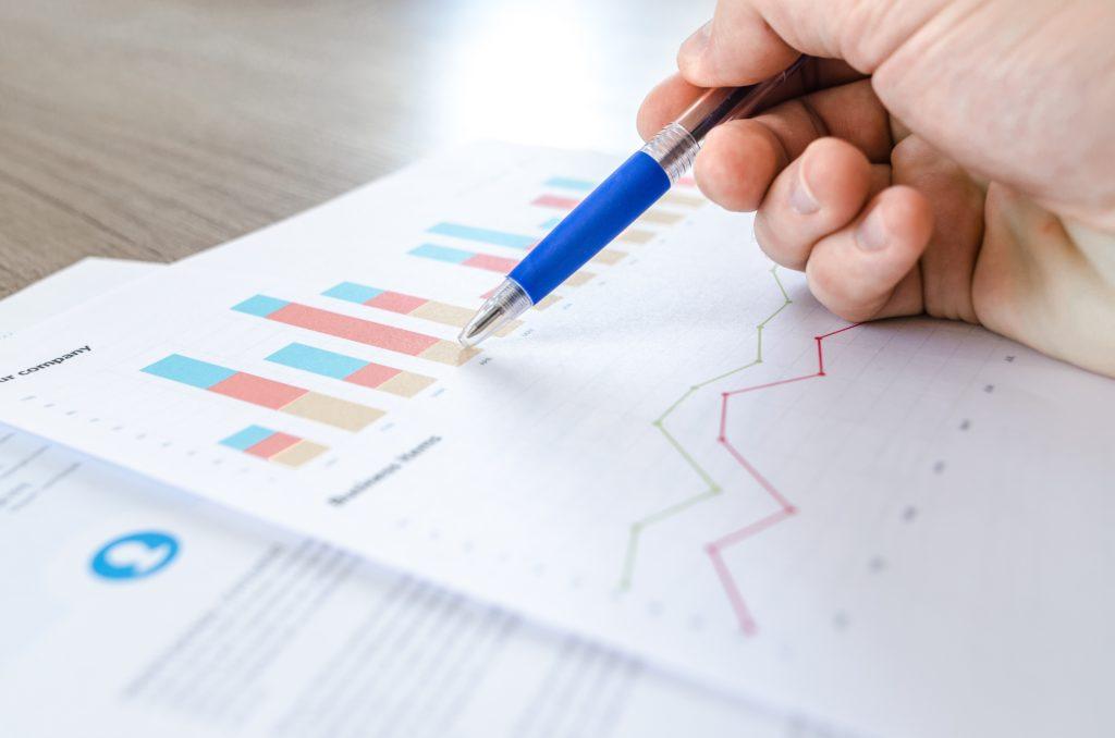 Symbolbild für einen Bericht, Bild mit Statistiken